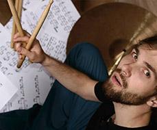 Como aprender a ler partituras de bateria e se tornar um baterista melhor