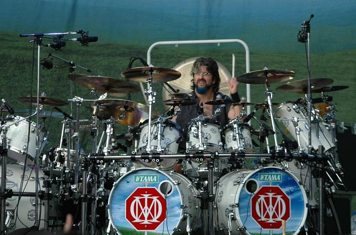 Os Kits mais emblemáticos de Mike Portnoy - Albino Monster