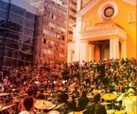 350 Bateristas tocam juntos em Florianópolis